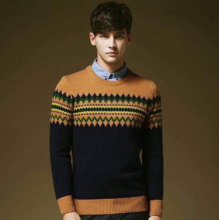 Подбирайте свитер только с круглым вырезом