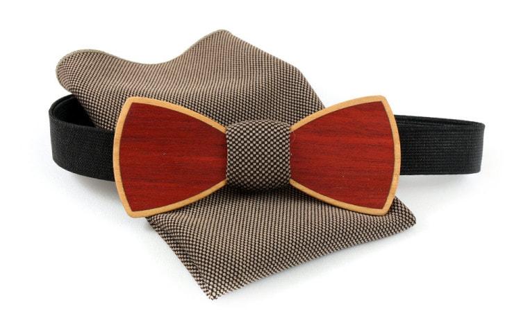 Деревянный галстук-бабочка с коричневым платком в горошек для пиджака