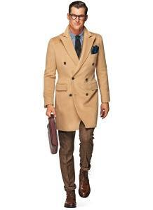Мужское двубортное пальто бежевого цвета