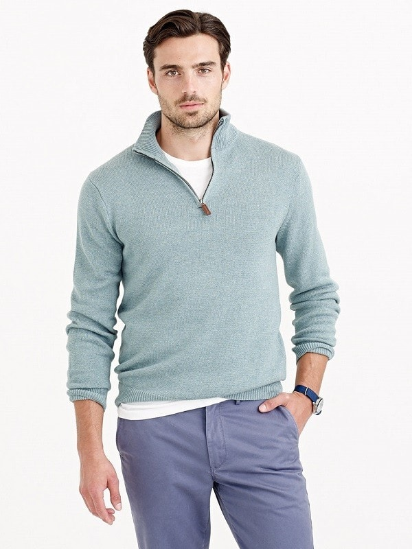 Светлый свитер на молнии