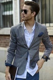 7eea7d8710951c3 Мужчина в пиджаке и незаправленной белой рубашке