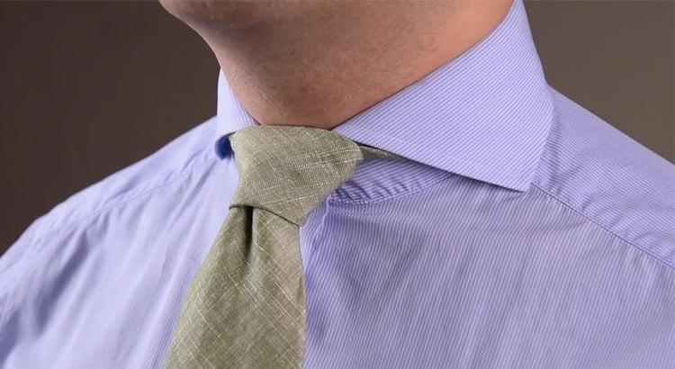 Ямочка на галстуке