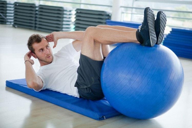 При занятии спортом вырабатывается тестостерон и как следствие - растет борода