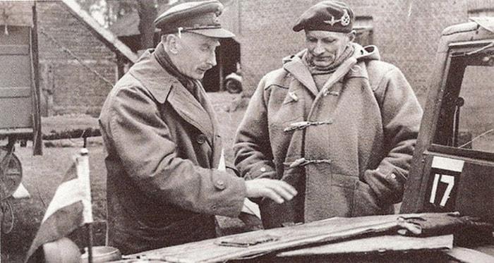 Генералы Бабелз Бейкер и Монти в огромных дафлкотах