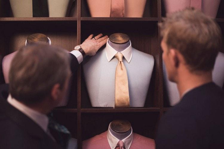 Очень важно правильно подобрать галстук к рубашке и костюму