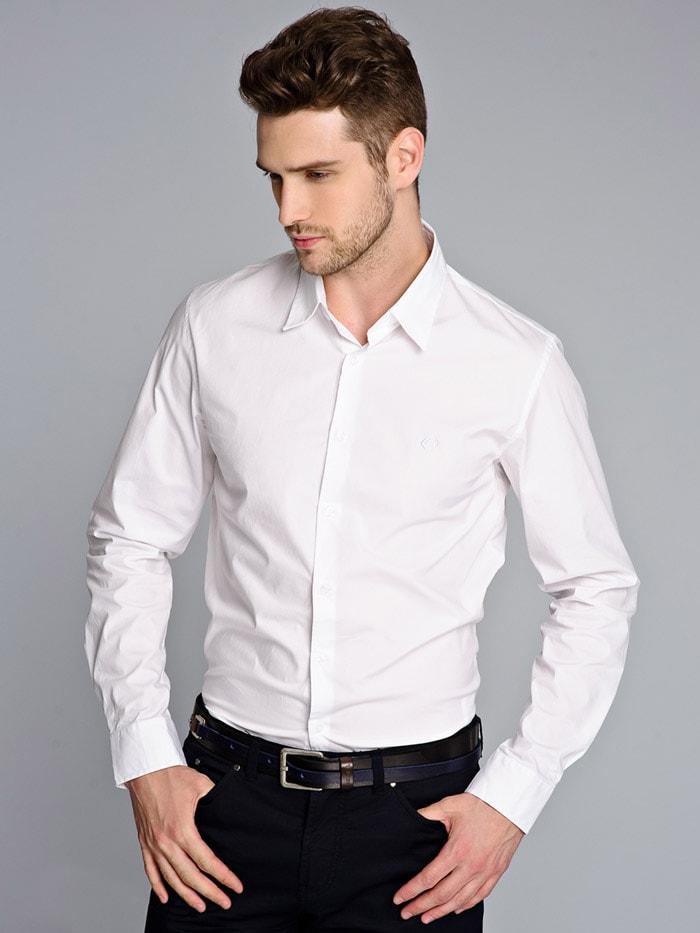Белая рубашка считается стильной классикой