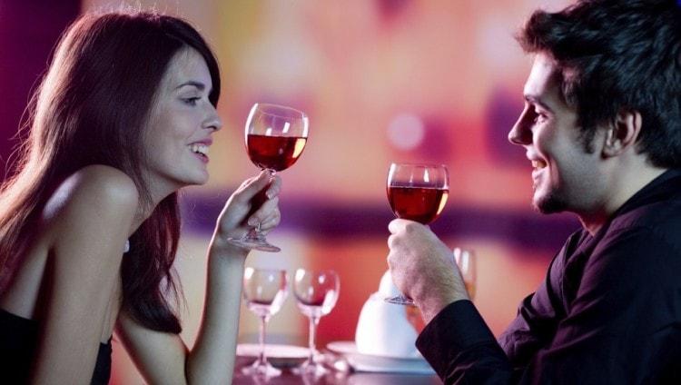 Приглашение в ресторан - отличный повод узнать друг-друга лучше
