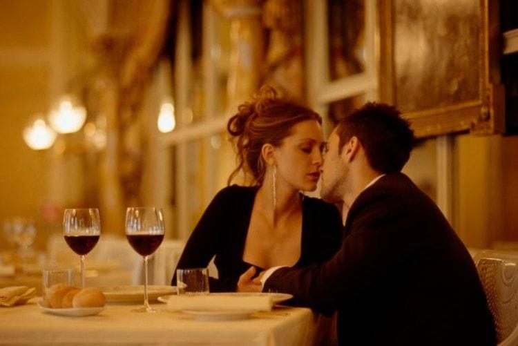 Во время ужина постарайтесь быть внимательным к вашей спутнице