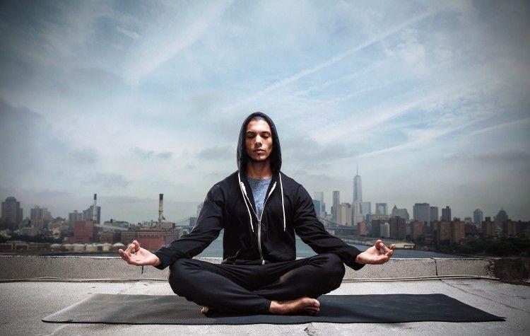 Стиль Athleisure хорошо подходит для занятий йоги