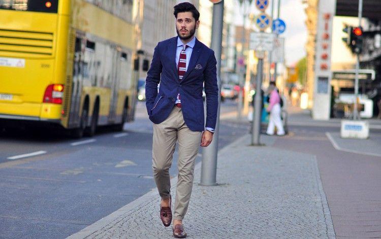 Пример идеально подобранных по фигуре мужских брюк чинос