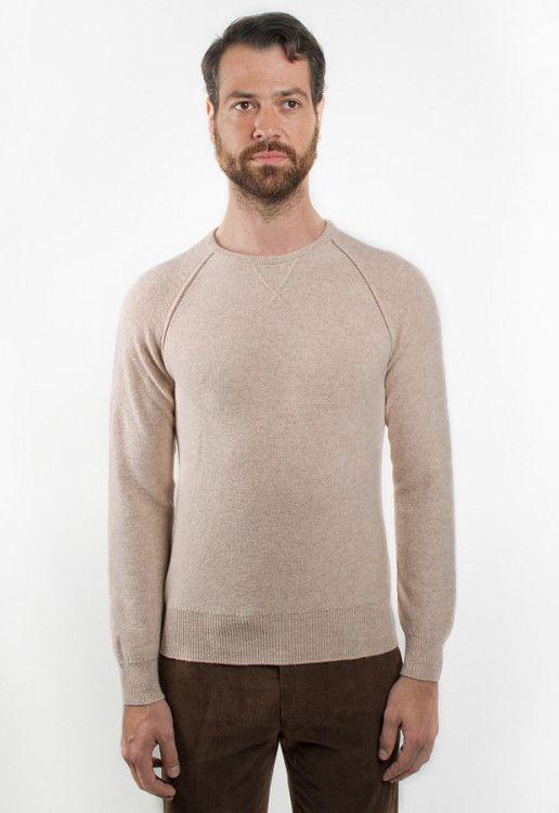 Однотонные вещи бренда Berg&Berg могут стать элегатной базой в вашем стильном гардеробе