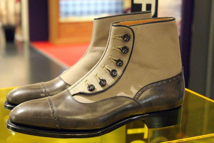 Своим внешним видом ботинки балморалы уже напоминают привычные нам туфли оксфорды