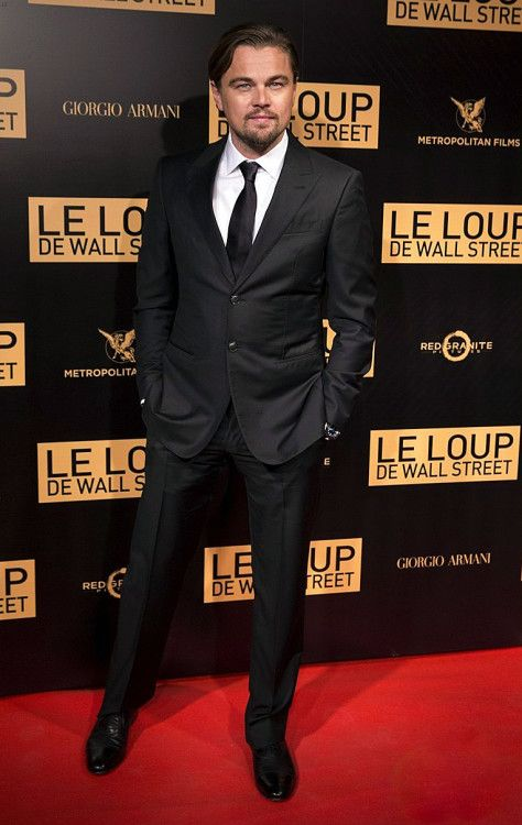 Актер Леонардо ДиКаприо в костюме от Giorgio Armani на премьере фильма ВОЛК С УОЛЛ-СТРИТ