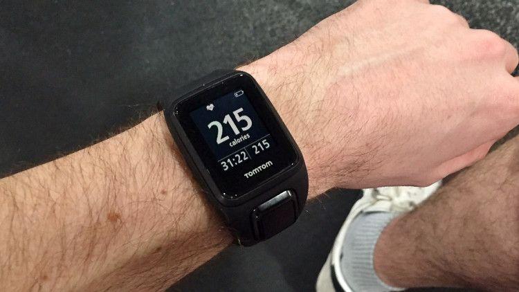 Часы TomTom Spark измерят ваш пульс, расскажут об оставшихся позади километрах, употребленных за сегодня калориях, включат любимую музыку, и все это возможно прямо во время занятий спортом