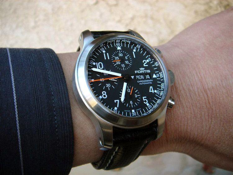 Многофункциональные часы Fortis Pilot Professional Automatik Chronograph являются одной из наиболее популярных у пилотов моделей