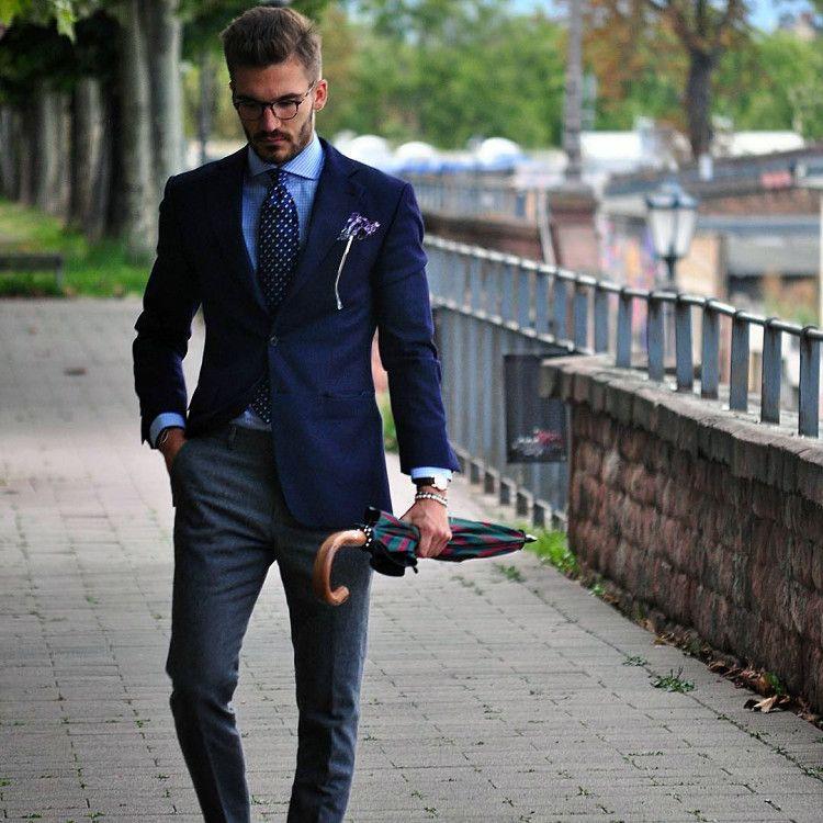 Мужской зонт-трость придаст изысканный лоск и аристократичность вашему луку в классическом, деловом или casual стиле