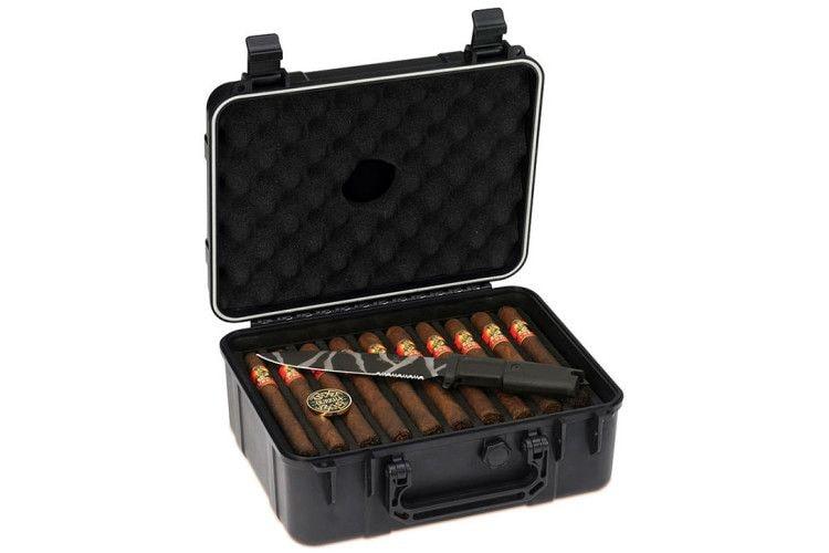 Оригинально оформленный набор сигар в подарок порадует предпочитающего курить настоящий табак мужчину