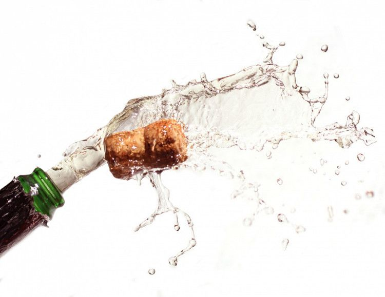 Prosecco отличается от шампанского меньшей долей газированности и давления в бутылке, что делает его пузырьки более легкими, а вкус ярче выраженным