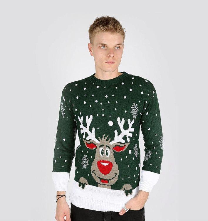 Мужской свитер с оленями на новогоднюю тематику весьма популярен в период зимних праздников