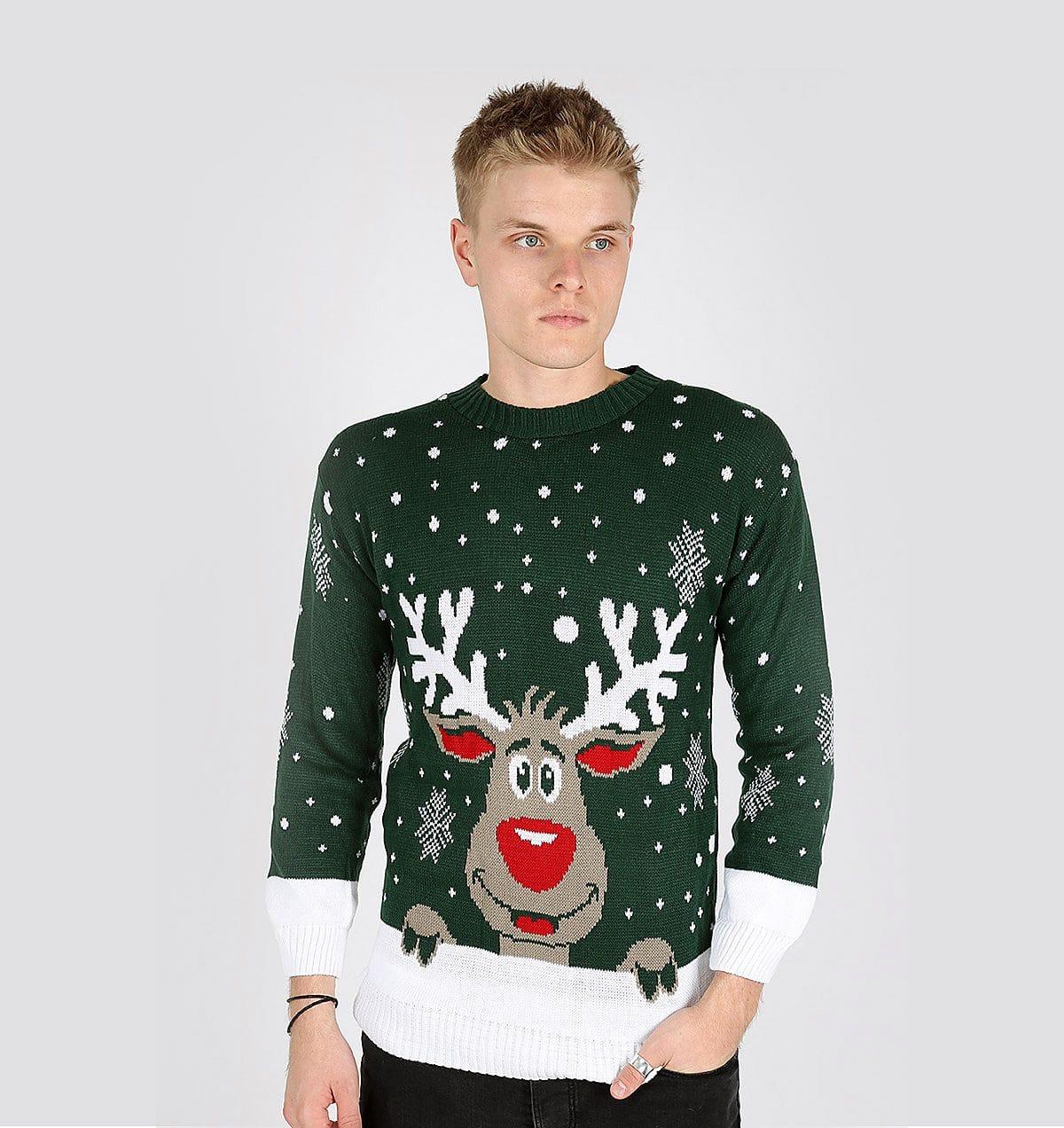 579676ee92d Свитер с прикольным принтом нравится многим мужчинам Мужской свитер с  оленями на новогоднюю тематику весьма популярен в период зимних праздников