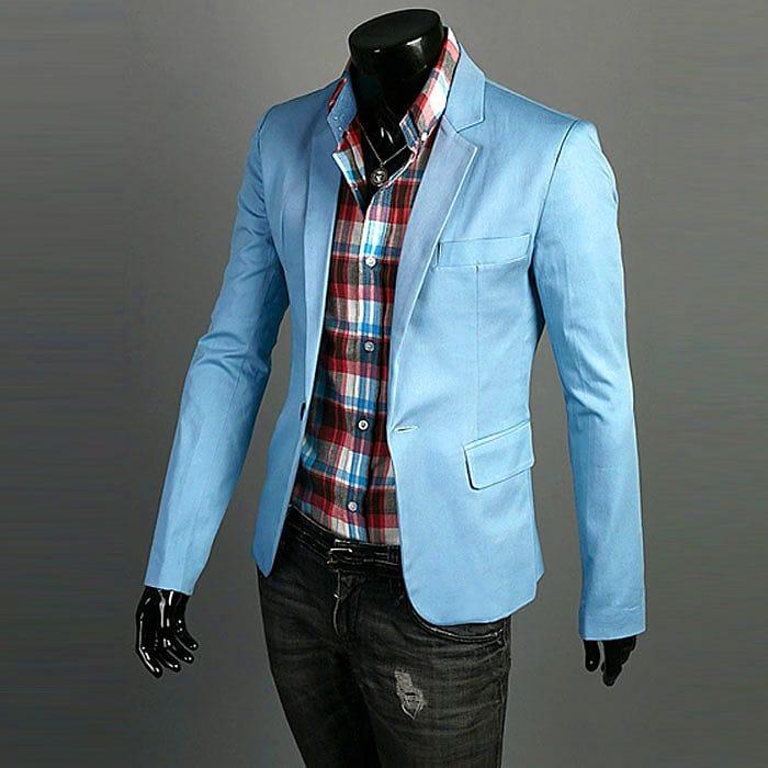 Однотонный пиджак и подобранная по цвету рубашка в клетку - яркие составляющие лука для зажигательной вечеринки