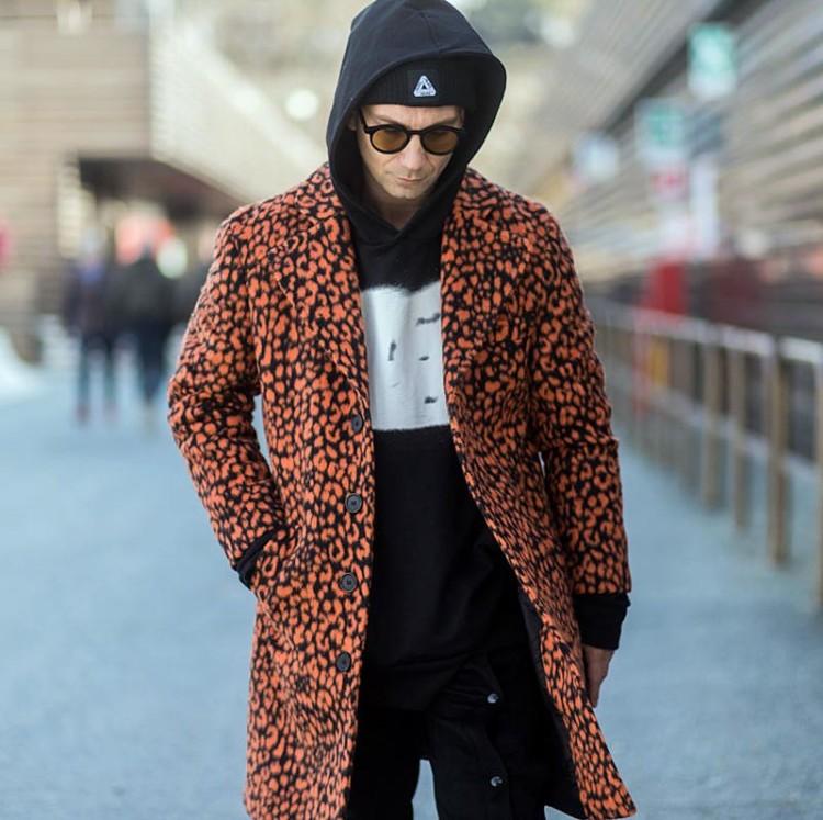 Мужское пальто с ярким фантазийным принтом