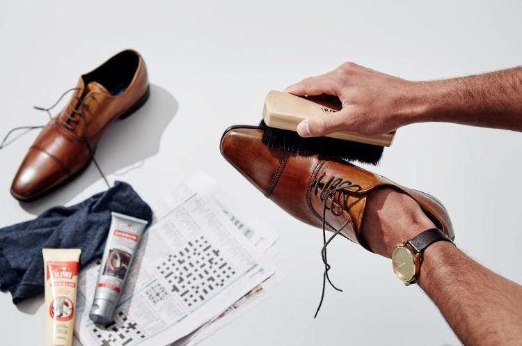 На обуви должна остаться тонкая пленка гуталина