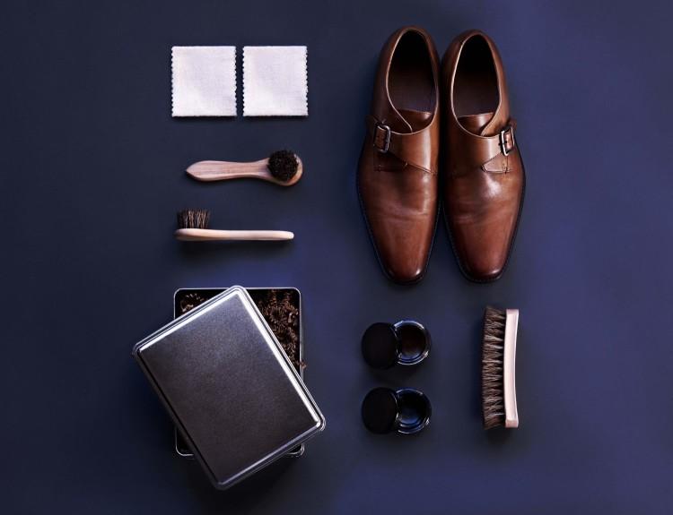 Приготовьте все необходимое для полировки кожанных туфель