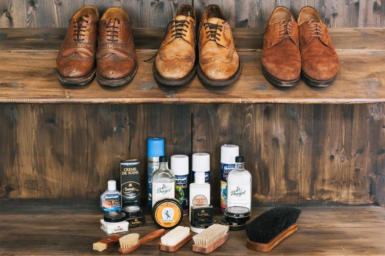 Пятна на обуви не редкость, тем более на замшевой, поэтому запаситесь необходимыми средствами и будьте готовы ими воспользоваться