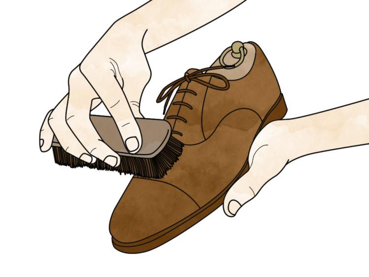 Всегда чистите обувь вручную, так она будет служить дольше