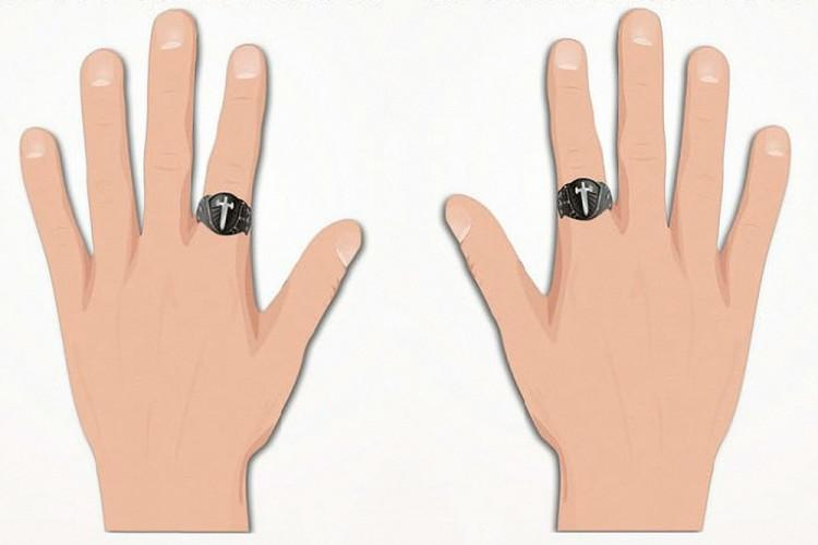 Мужское кольцо на среднем пальце