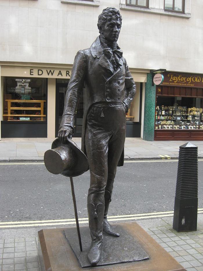 Основатель стиля денди не только вошел в историю, но и удостоился памятника в Лондоне