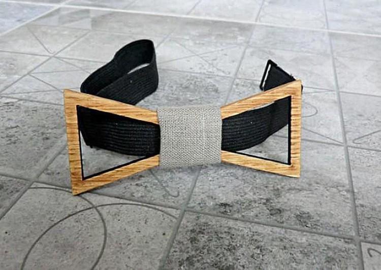 Деревянный галстук-бабочка имеет простой, регулируемый замок