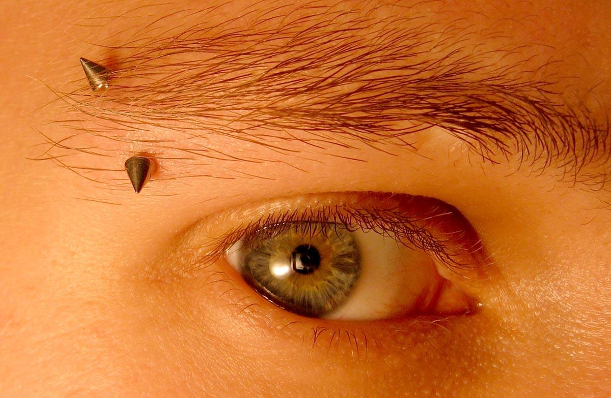 Виды пирсинга: ушей, лица, носа, губ
