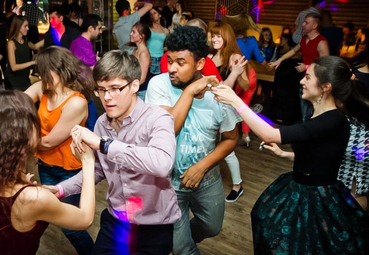 Проще всего найти вечеринки латиноамериканских танцев и танго