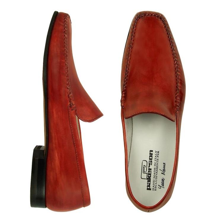 Данные о материале, из которого изготовлена обувь, ищите на коробке или спрашивайте у продавца