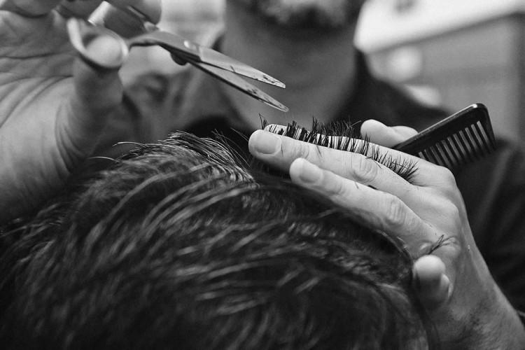 К коротким можно отнести любые стрижки, при которых волосы едва касаются плеч.