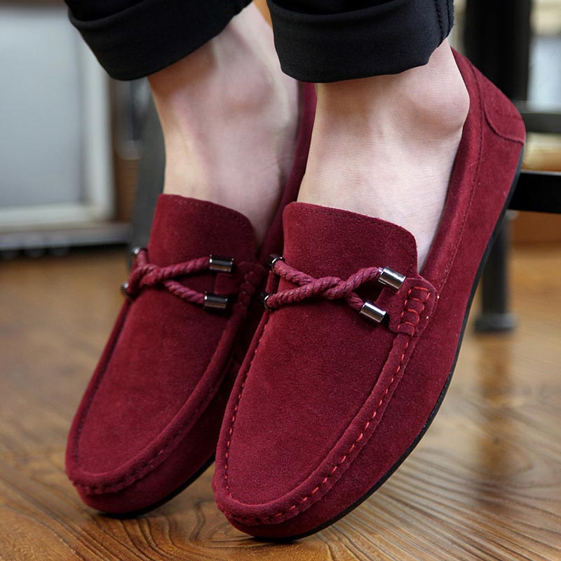 Под красные мокасины не поддеваются носки