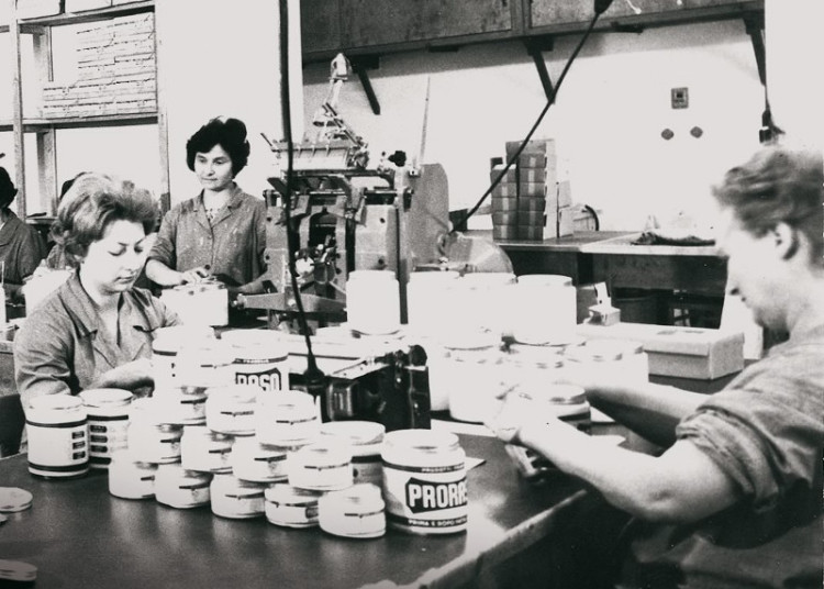 Так выглядела фабрика Proraso в середине прошлого века