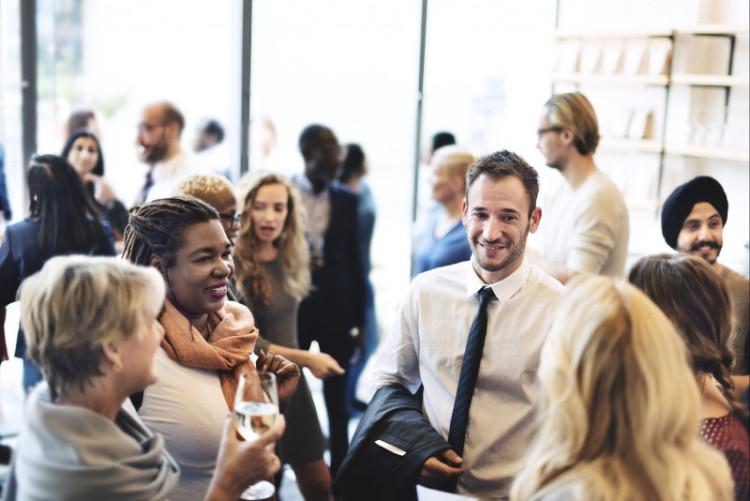 Сложно предсказать, кто именно из круга профессионального круга общения окажется полезен в тот или иной момент, но его наращивание повышает шансы на успех