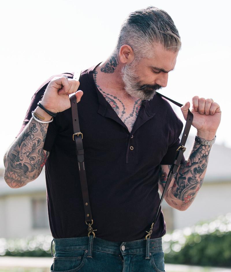 Кожаные подтяжки - еще один аксессуар, который парень вряд ли пойдет покупать себе сам, но наверняка примерит, если получит в подарок