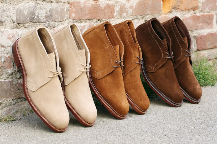 В магазинах можно найти ботинки чукка самых разных цветов, но советуем в первую очередь обратить внимание на оттенки коричневого