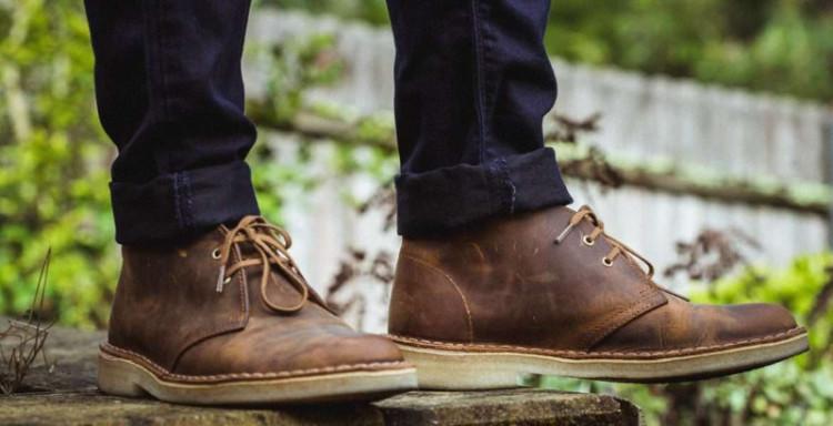 В любой непонятной ситуации сочетайте ботинки чукка с джинсами - беспроигрышный вариант