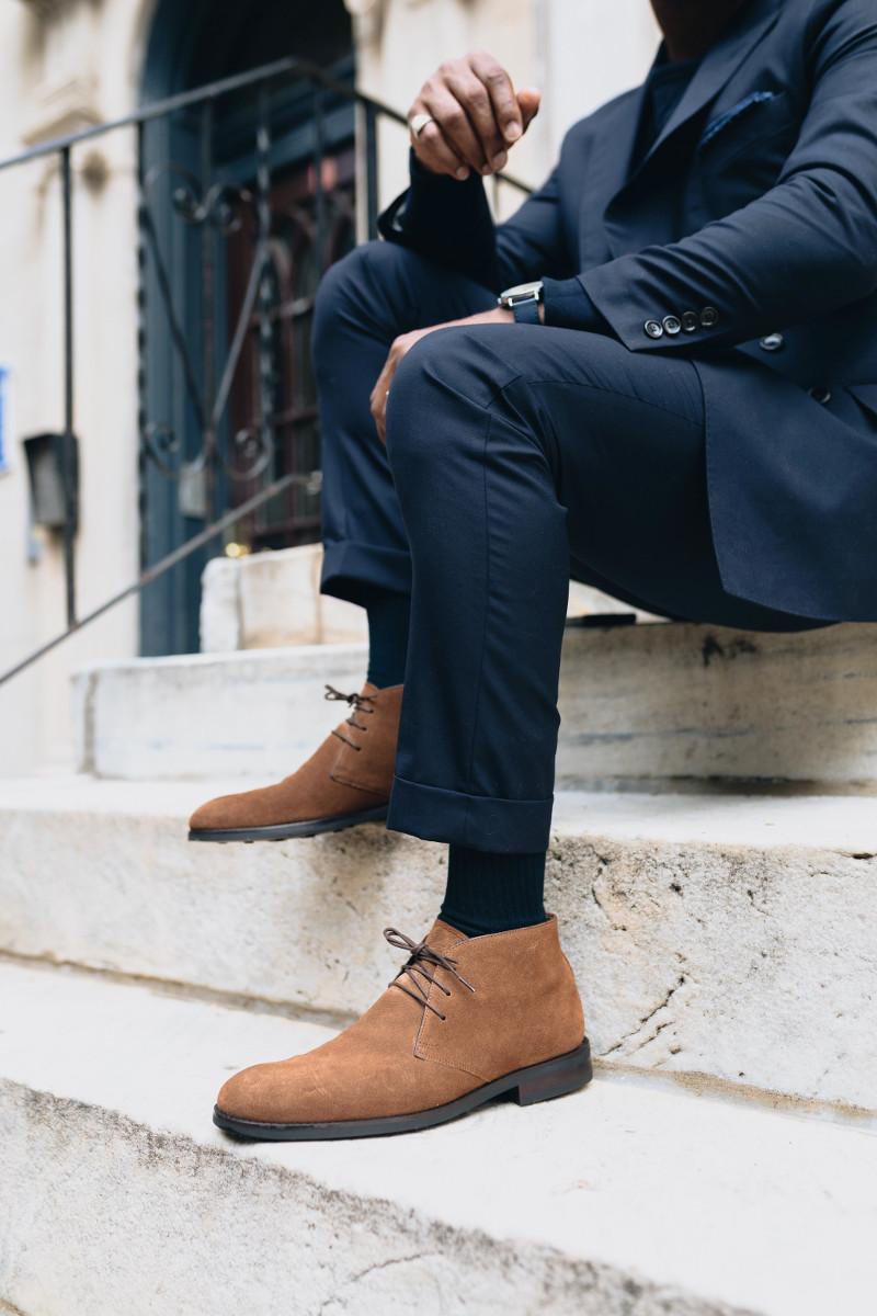 Ботинки чукка не нарушат офисный стиль, но позволят выглядеть чуть менее серьезно