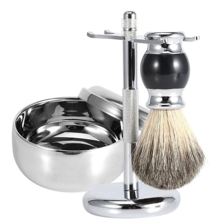 Сочетание традиций и инноваций: качественное бритье и новый эффектный мужской аксессуар в ванной комнате.
