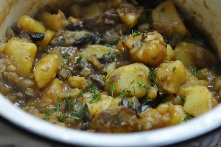 Картошка с грибами - вкус, знакомый каждому с детства