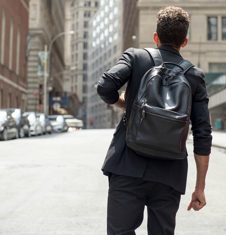 Самый удобный из модных трендов - кожаные городские рюкзаки для мужчин