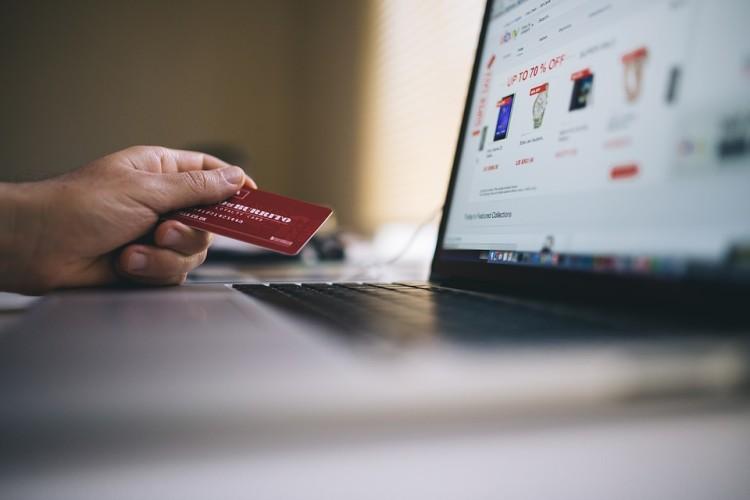 Для безопасного шопинга выбирайте крупные, проверенные онлайн-магазины