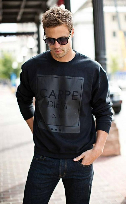 Как классические джемперы, так и модные свитшоты можно заказывать онлайн достаточно смело