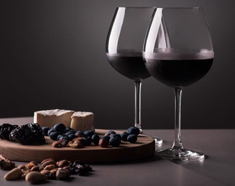 Красное вино, как и платье, имеет свое время и место
